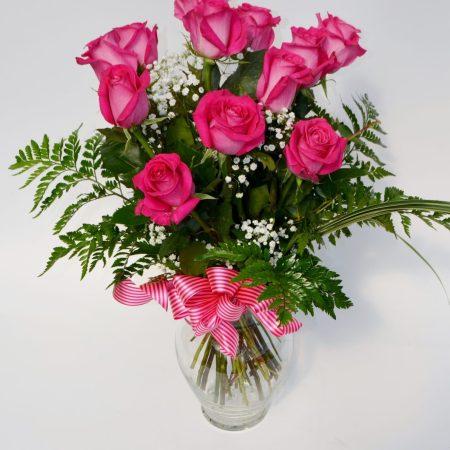 douzaine de roses roses avec soupir de bebe
