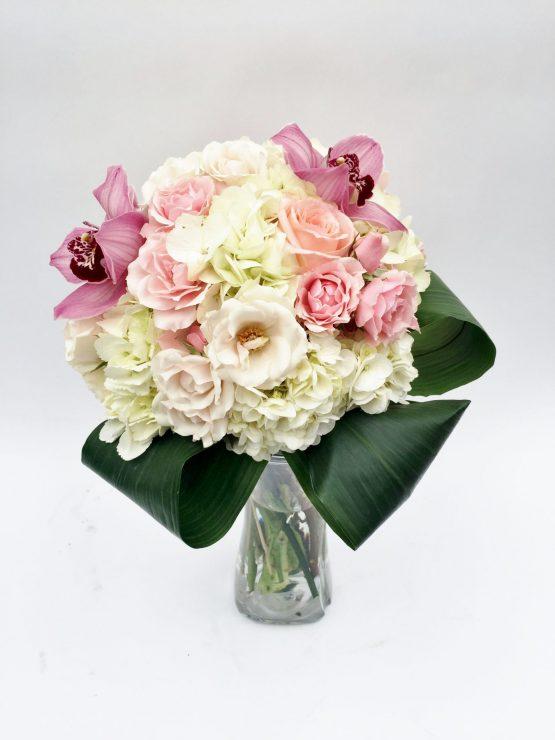 bouquet wow, hydrangée blanc, orchidée cymbidium rose, roses roses