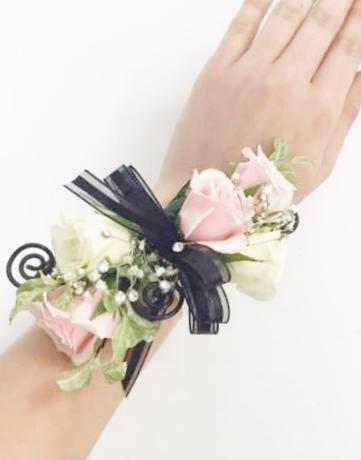 Bracelet de rosettes roses et blanches