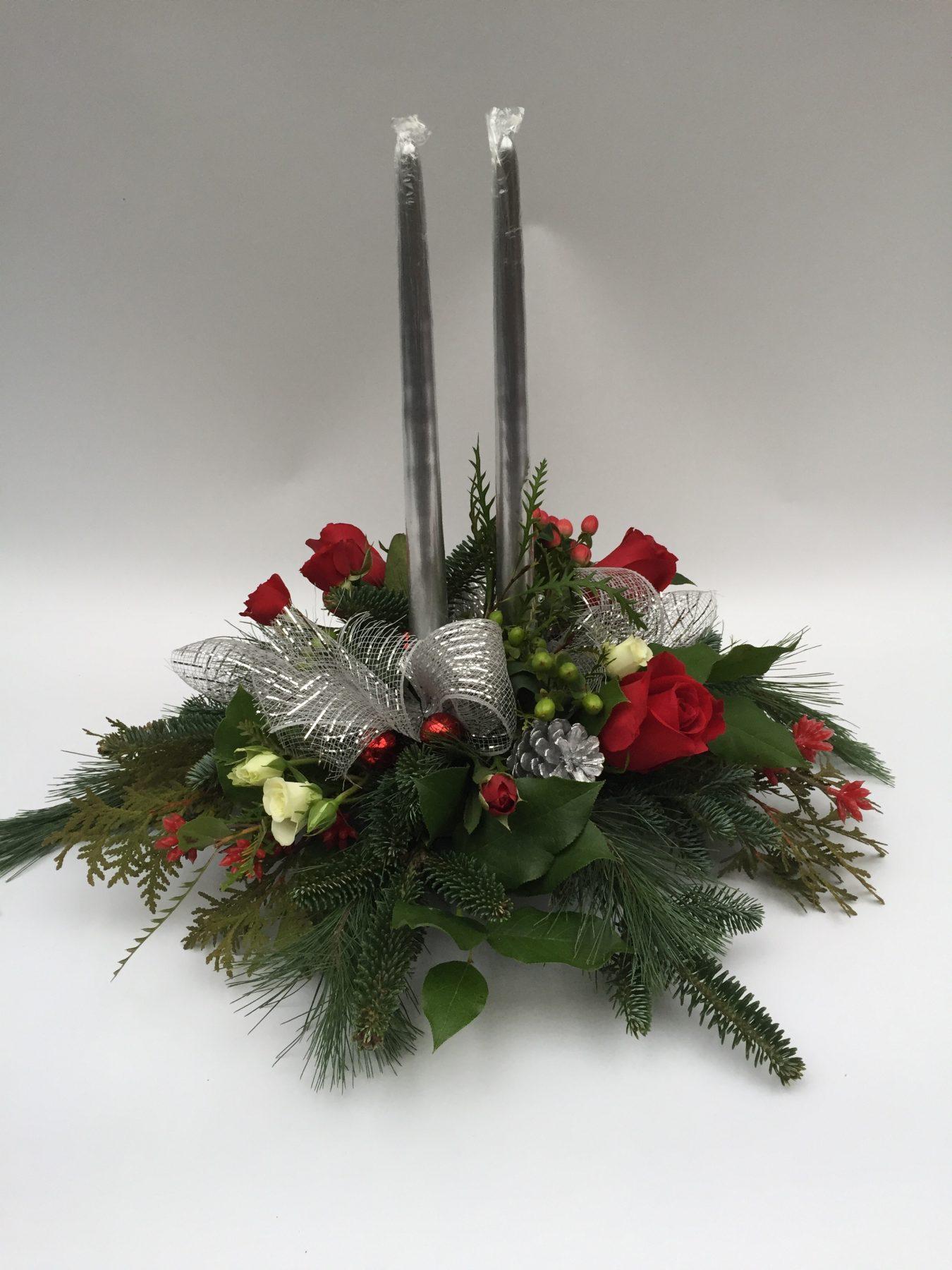 centre de table de Noël, sapinage, argent, rose rouge