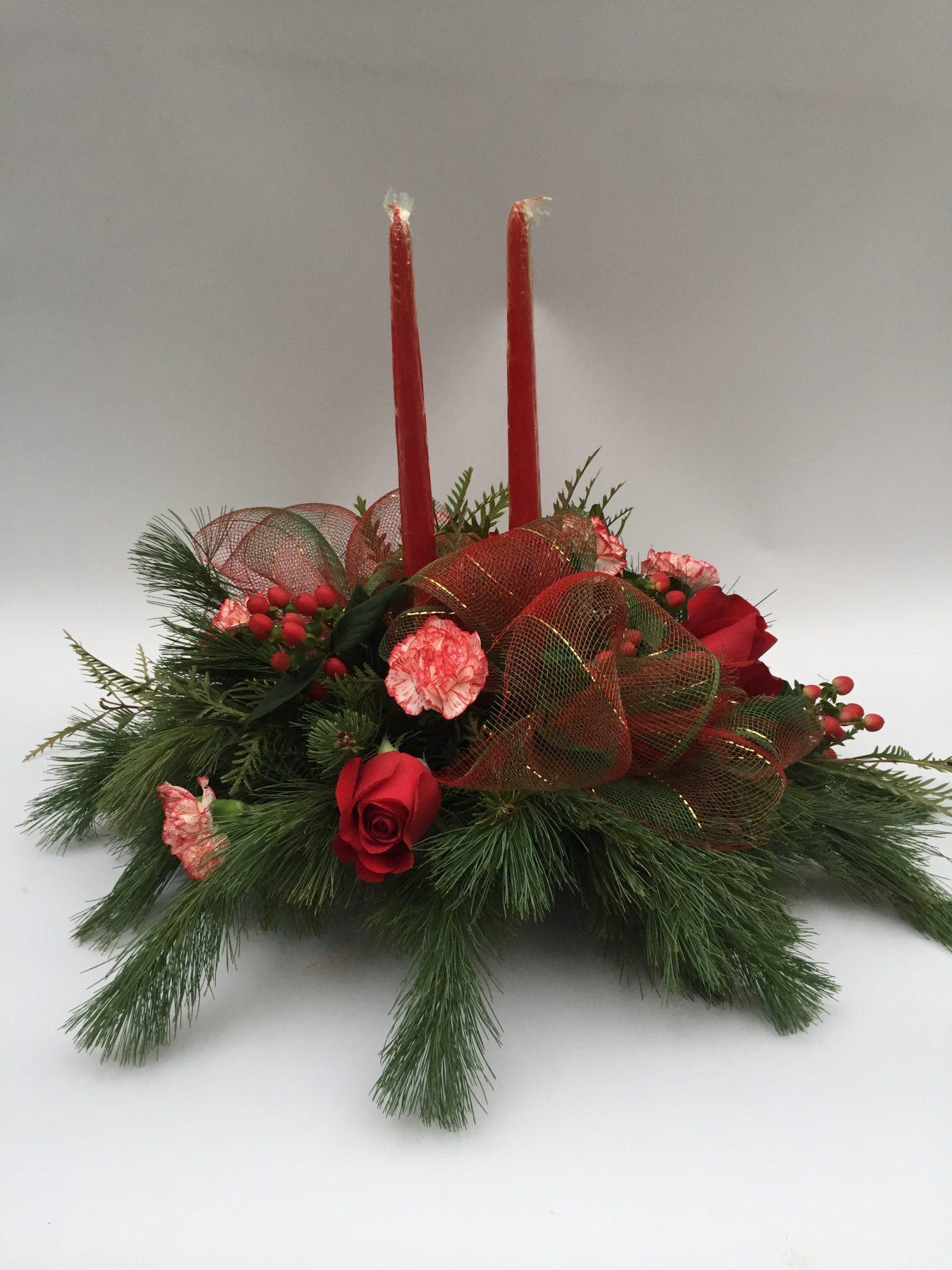 centre de table de noel, sapinage, chandelle, roses rouges