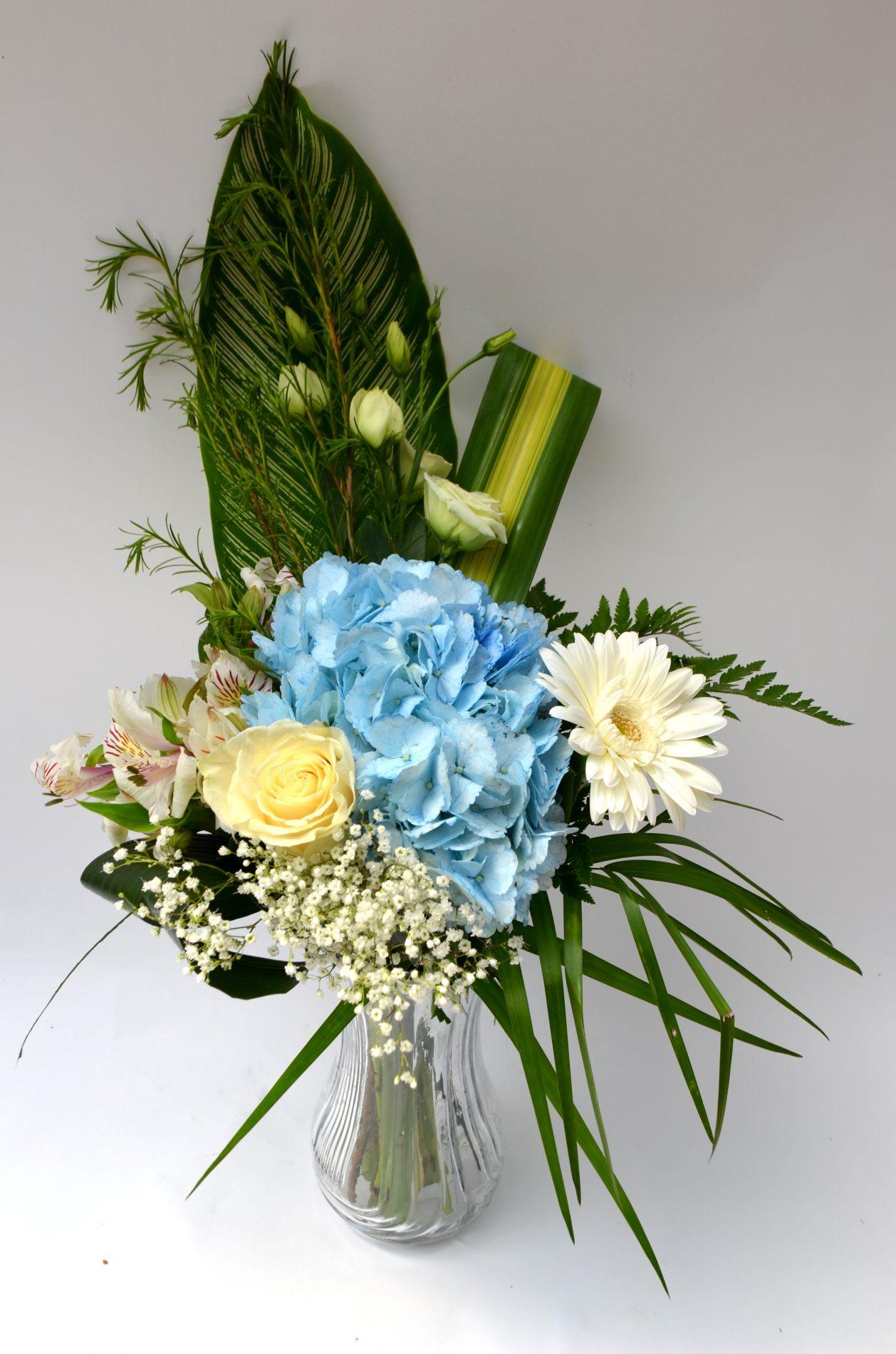bouquet une touche de bleu, hydrangée, rose, gerbera, alstromeria, soupir de bebe