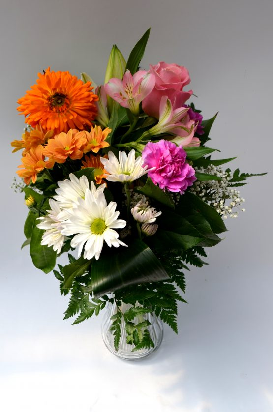bouquet surpise, marguerites, oeillet, alstromeria, rose