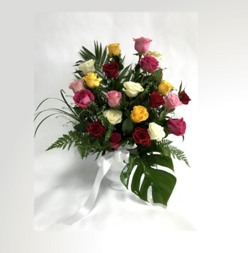 corbeille funéraire avec des roses