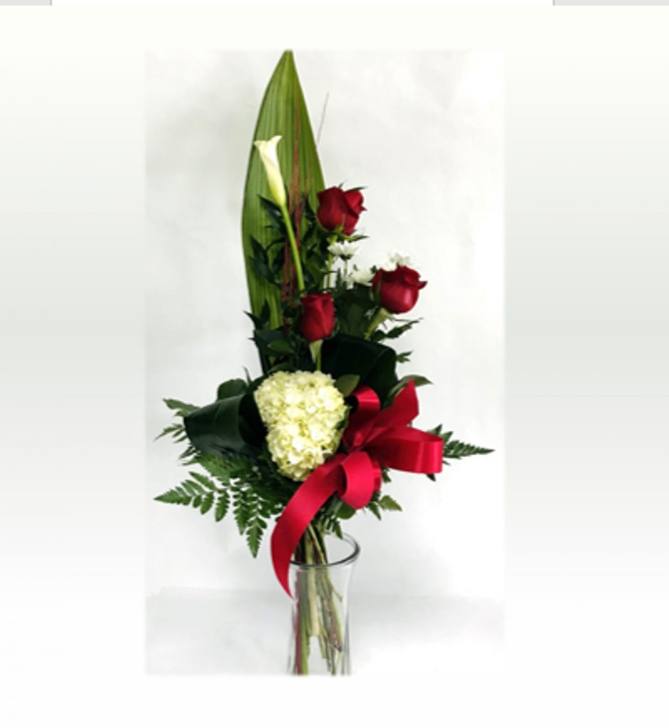 Bouquet roses rouges et fleurs blanches