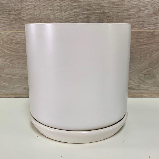 Pot de céramique blanc avec soucoupe