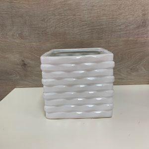 Pot de céramique carré ondulé